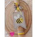 Πασχαλινή Λαμπάδα Ξύλινη Ταμπέλα Μελισσούλα