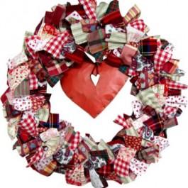 Υφασμάτινο Στεφάνι με Κόκκινη Καρδιά
