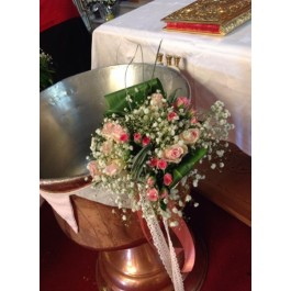 Διακόσμηση Κολυμπήθρας Ροζ Σημαιάκια με Baby Roses Μπουκέτα